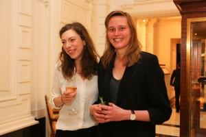 Hanna Bervoets en Maartje Wortel supporteren voor collega Nina Weijers op Libris gala.